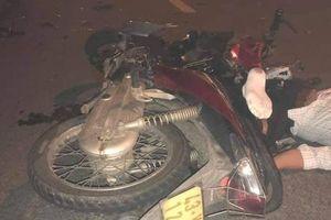 Xe máy đối đầu kinh hoàng, 2 thanh niên chết thảm, cô gái ngồi sau nguy kịch