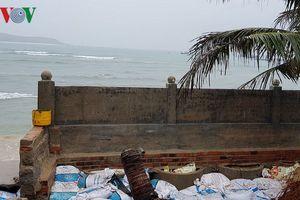 Phú Yên: Triều cường uy hiếp làng biển Mỹ Quang Nam