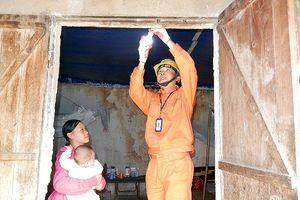 EVN HANOI 'thắp sáng niềm tin' ở vùng khó khăn