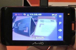 Camera hành trình có định vị GPS, quay và sao lưu video thời gian thực