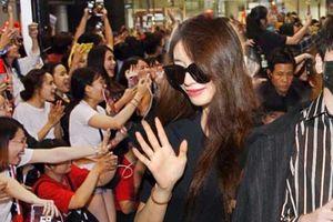 Sân bay Tân Sơn Nhất lại 'náo loạn' vì dàn trai xinh gái đẹp xứ Hàn