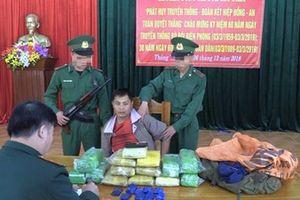 Nghệ An: Bắt đối tượng vận chuyển 50.000 viên ma túy tổng hợp và 6 kg ma túy đá qua biên giới