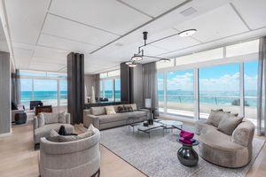 Kanye West tặng Kim Kardashian căn hộ nghỉ dưỡng 14 triệu USD