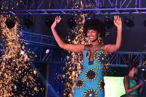 Tóc Hoa hậu Châu Phi bất ngờ bị bốc cháy ngay lúc đăng quang