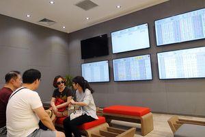 Vốn ngoại rót hơn 43.700 tỉ đồng vào sàn chứng khoán Việt