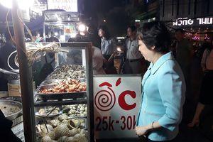 TPHCM: Mạnh tay xử phạt các cơ sở kinh doanh thức ăn đường phố vi phạm ATTP