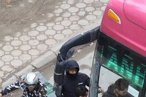 Hà Nội: Vắng bóng CSGT, xe khách 'đại náo' ngang nhiên đón trả khách dọc đường