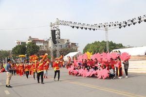 Khoảng 2000 nghệ sĩ tham gia lễ Carnival đường phố lần đầu tổ chức tại Hải Dương