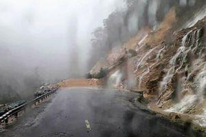 Đất đá sạt lở, đường Nha Trang - Đà Lạt tạm chia cắt