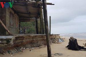 Thừa Thiên-Huế: Biển xâm lấn, hàng trăm hộ dân nguy cơ mất nhà