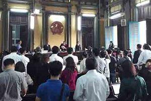 Tòa tuyên Grab bồi thường 4,8 tỷ đồng cho Vinasun, nhiều tài xế Vinasun vào khuôn viên tòa... hát hò
