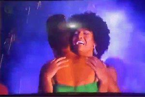'Nhọ' như Hoa hậu châu Phi 2018: Chưa kịp ăn mừng đăng quang đã bị pháo bắn cháy cả bộ đầu tóc, hốt hoảng dập lửa ngay trên sân khấu