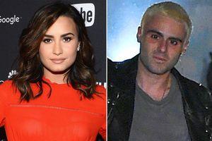 Demi Lovato bị phản đối vì 'khóa môi' chàng trai từng nghiện ngập