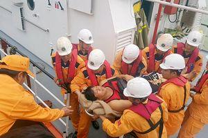 Cứu 4 thuyền viên người Philippines bị nạn trên biển