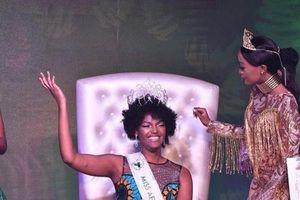 Màn đăng quang 'rực rỡ: nhất năm: Hoa hậu châu Phi bất ngờ 'tỏa sáng' như ngọn đuốc