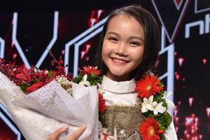 Lần thứ 3 vợ chồng Lưu Hương Giang - Hồ Hoài Anh có học trò giành Quán quân Giọng hát Việt nhí