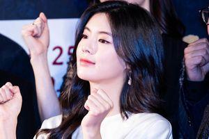 Bạn gái Lee Kwang Soo - mỹ nhân tài, sắc được o bế của showbiz Hàn