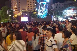 TP.HCM: Hàng nghìn người chờ đón năm mới trên phố đi bộ Nguyễn Huệ