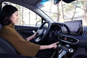 Hyundai SantaFe 2019 sẽ dùng vân tay thay chìa khóa xe?