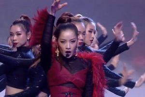 Clip: Chi Pu bị dân mạng nghi ngờ hát nhép trong chung kết The Face 2018