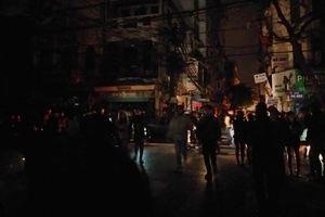 Nổ bốt điện trên phố Lương Ngọc Quyến đúng đêm Countdown, hàng nghìn người hoảng loạn