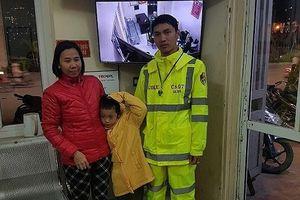Công an Hà Nội giúp cháu bé đi lạc về với gia đình