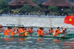 clip: Nghìn người về dự Hội đua thuyền đuôi én ở Mường Lay