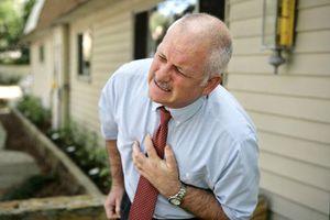 Đau tim hoặc đột quỵ có thể báo hiệu bệnh ung thư