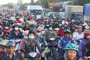 Người dân đổ về sau kỳ nghỉ Tết Dương lịch, cầu Rạch Miễu 'thất thủ'