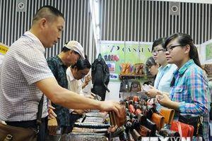 Da giày Việt Nam: Tìm đường thoát cảnh gia công cho thương hiệu ngoại