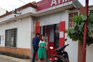 Nghỉ Tết, nhiều người 'méo mặt' vì... không rút được tiền từ ATM