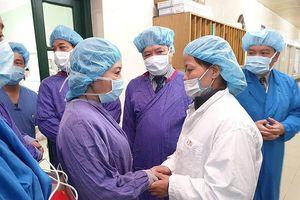 Bộ Y tế trao kỷ niệm chương cho gia đình người hiến 7 mô, tạng