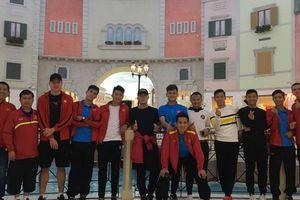 Tuyển Việt Nam xả trại, tham quan các 'siêu công trình' ở Qatar