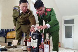 Bắt giữ gần 1.000 chai rượu ngoại không rõ nguồn gốc
