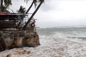 Triều cường uy hiếp hàng chục hộ dân ven biển Phú Yên