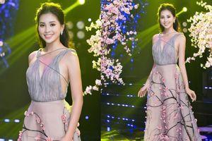 Mới ngày đầu năm, hoa hậu Tiểu Vy đã 'mở bát' cho danh sách mỹ nhân đụng hàng