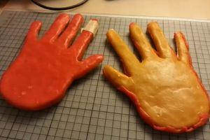Bàn tay sáp qua mặt bảo mật xác thực tĩnh mạch