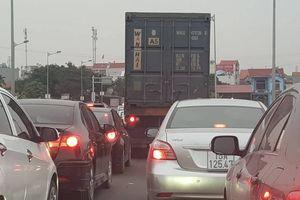 Hải Phòng: QL10 đoạn BOT liên tục tắc đường trước ngày thu phí