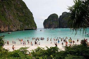 Hàng chục nghìn du khách rời khỏi các đảo ở Thái Lan tránh bão