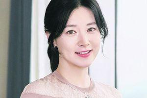 Lee Young Ae mua lại bệnh viện phụ sản hàng đầu Hàn Quốc