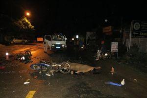 Hai xe máy đi ngược chiều đấu đầu, hai người tử vong
