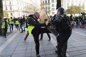 Pháp bắt giữ một nhân vật chủ chốt của phe 'áo gile vàng'