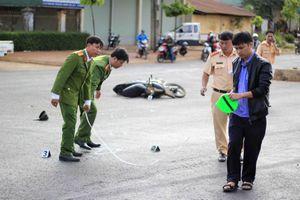 Gia Lai: Xe ô tô khách đâm hai xe máy, 4 người thương vong
