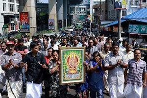 Bạo động nổ ra tại Ấn Độ sau khi 2 phụ nữ phá lệ xông vào đền thiêng