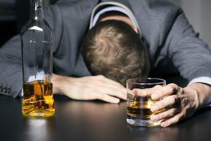 Con số đáng báo động: Gần 50% nam giới trưởng thành uống rượu bia ở mức nguy hại