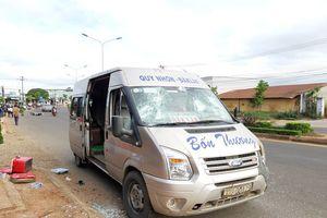 Ô tô khách tông 2 xe máy, người phụ nữ tử vong thương tâm