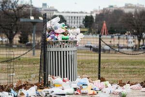Chính phủ Mỹ đóng cửa: Các hoạt động 'đóng băng', rác vương vãi khắp đường