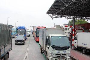 BOT Tiên Cựu xả trạm tránh ùn tắc trong ngày đầu thu phí