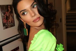 Vì sao Kendall Jenner chuộng màu xanh neon?