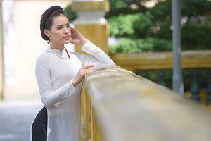 Nữ sinh Sài thành dịu dàng với áo dài khăn vấn